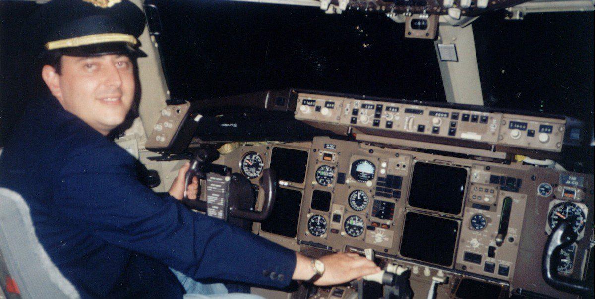 Reginaldo na cabine de um Boeing 737